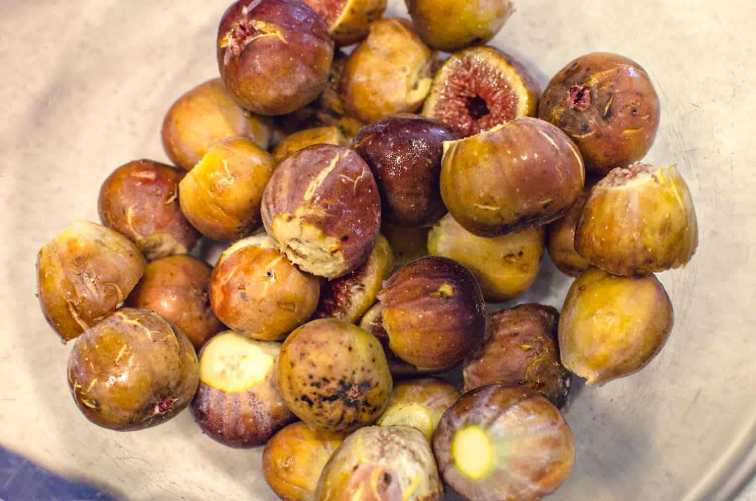 Washed figs with stems removed to make fig preserves recipe