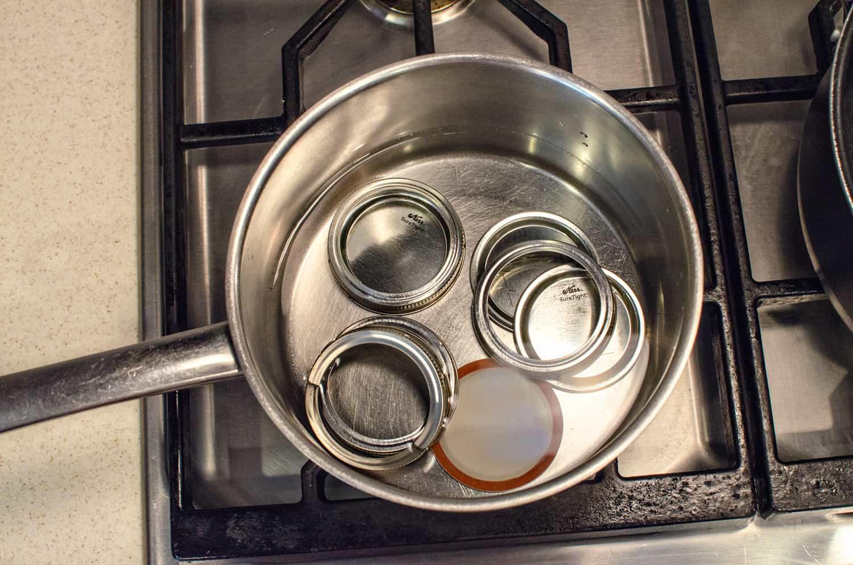 Heating lids for fig preserves