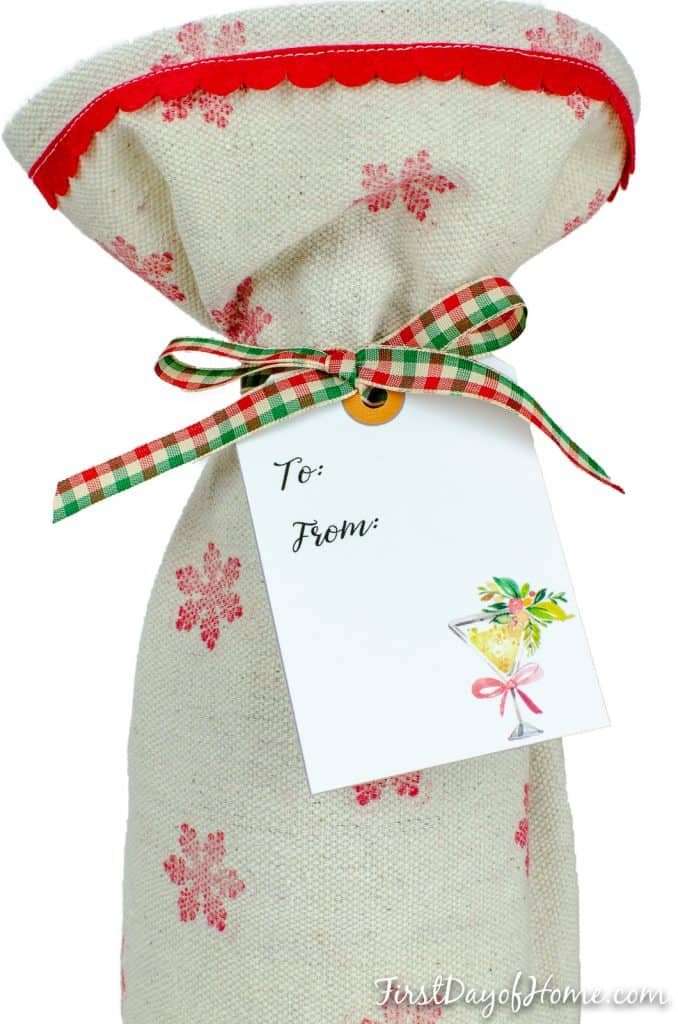 Simple wine bag sewing pattern with free printable gift tags