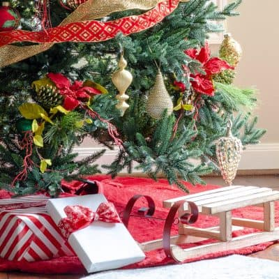 Red and Gold Christmas Tree Decoration Ideas