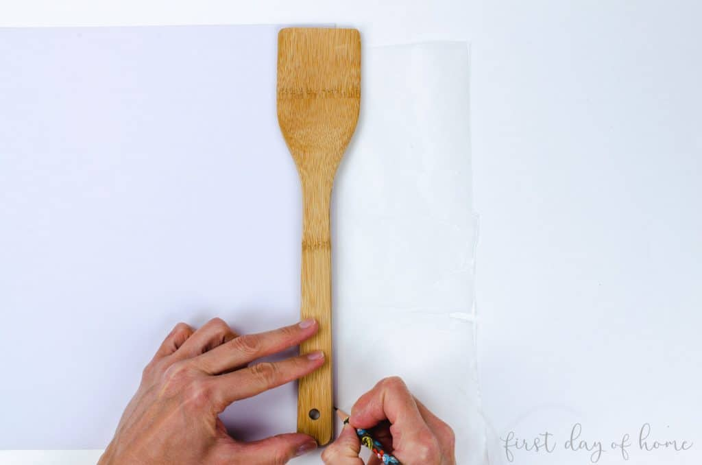 Tracing handles to make decoupage wooden spoons
