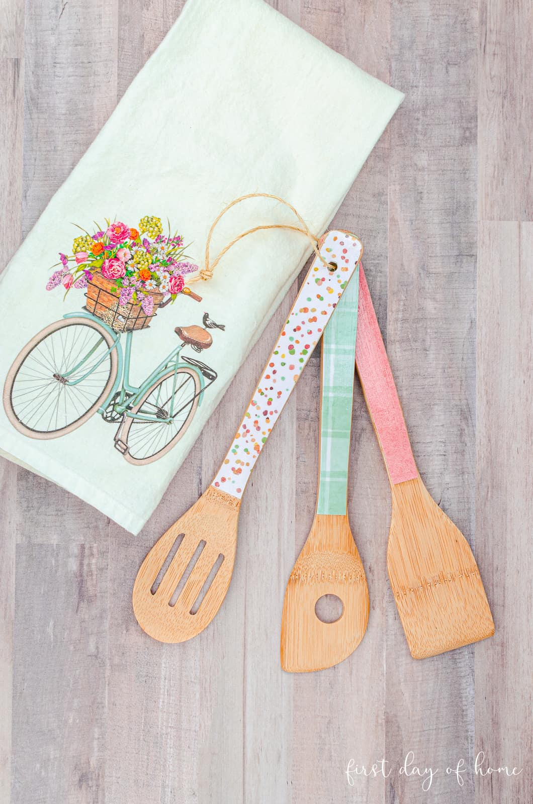 How to make decoupage wooden spoons