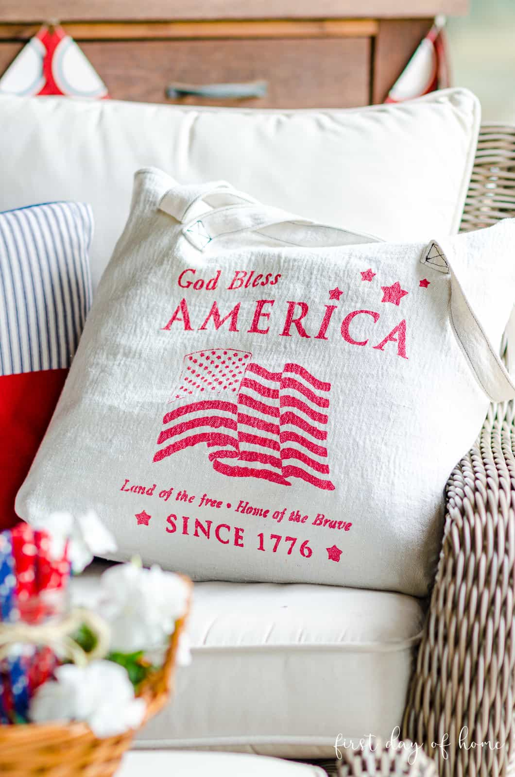 Patriotic tote bag made with free easy pattern and stencil design