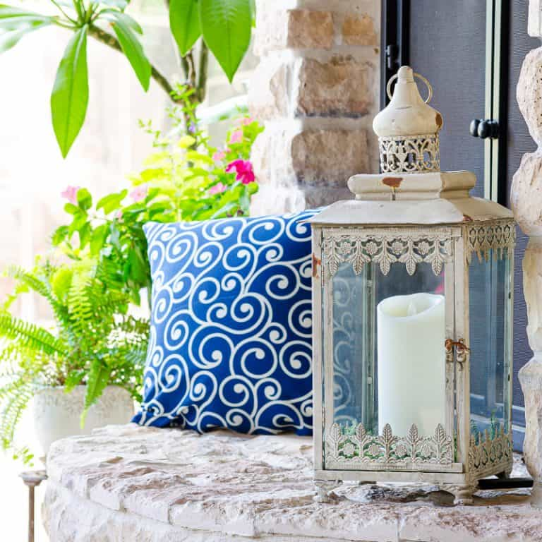 Beautiful Neutral Lantern Decorating Ideas for Your Patio