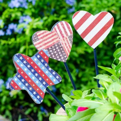 Decorative garden stakes trio in flower pot