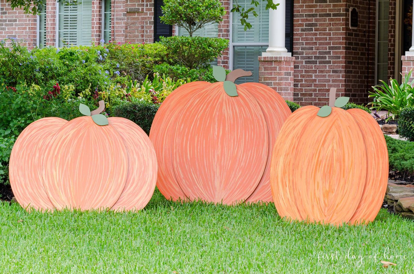 Wooden pumpkin yard decorations