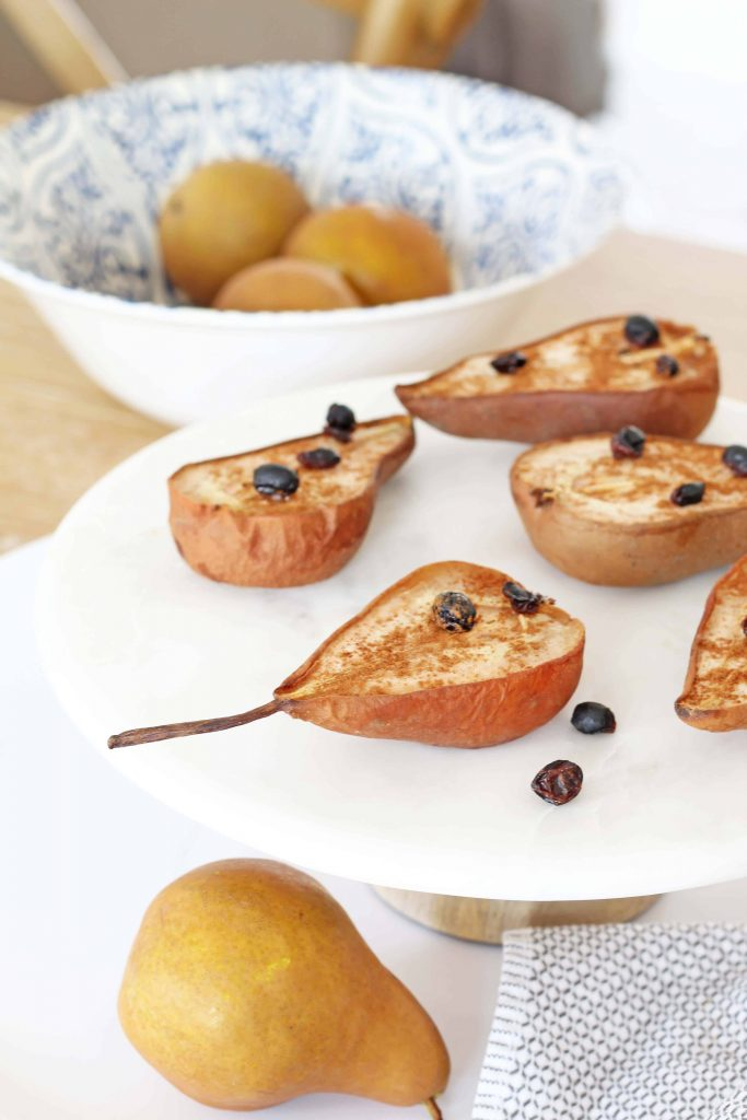 Baked Bosc pears with cinnamon and currant topping