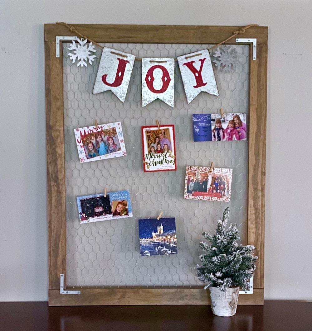 Christmas card holder from DIY Vibes