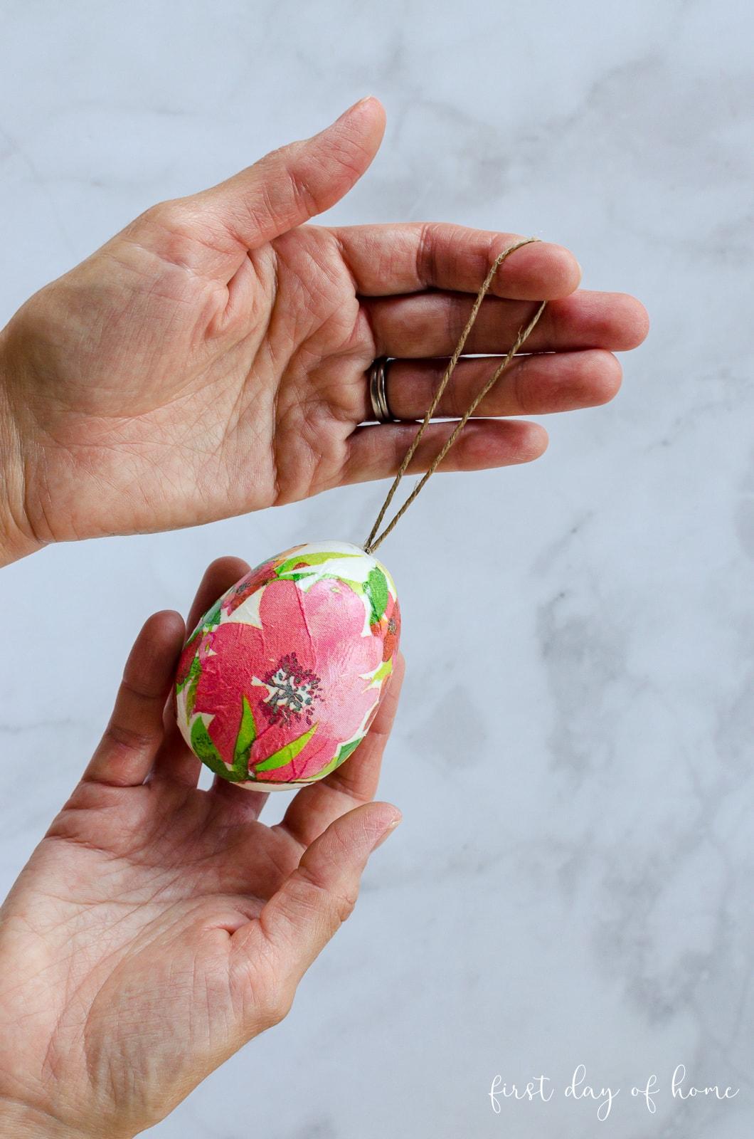 Easy decoupage Easter eggs using napkins